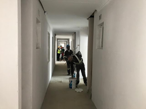 Painting the passage at one second floor
