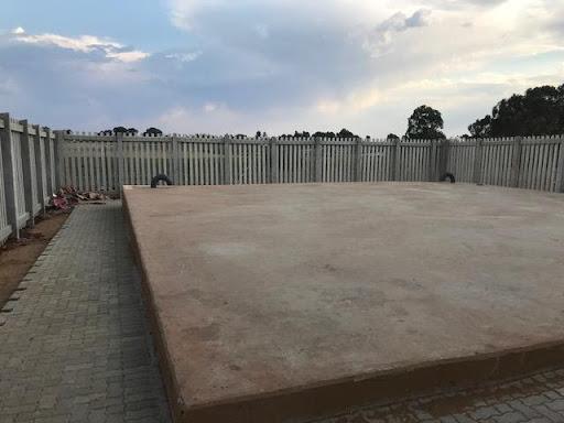 Palisade fencing at the sewage pump station