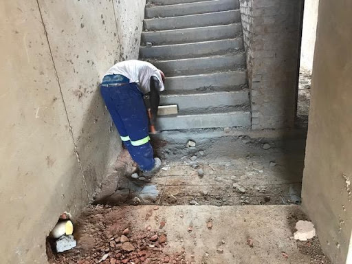 Breaking a wall to install water drain pipes, at a ground floor in Ext 6
